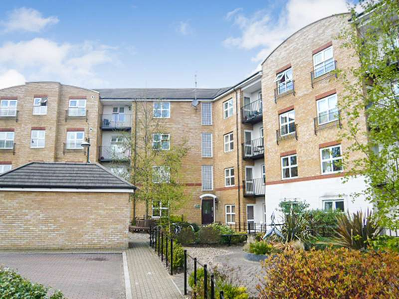 2 Bedrooms Apartment Flat for sale in Russell Road RG21