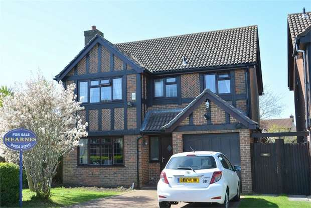 4 Bedrooms Detached House for sale in Walsingham Dene, Bournemouth