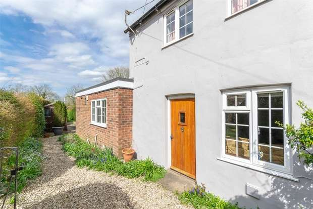 2 Bedrooms Cottage House for sale in 17 The Street, Helhoughton