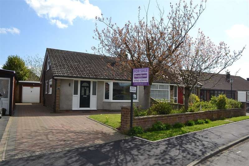2 Bedrooms Semi Detached Bungalow for sale in Chestnut Drive South, Pennington, Leigh