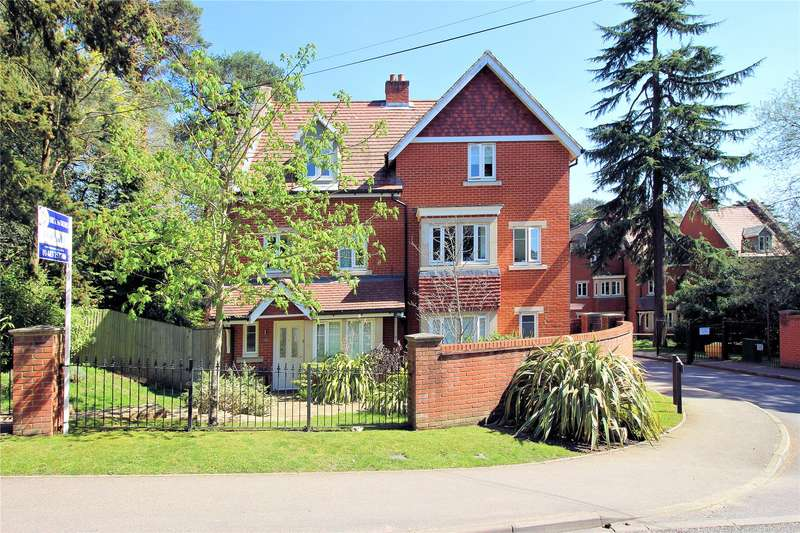4 Bedrooms End Of Terrace House for sale in Convent Close, Woking, Surrey, GU22