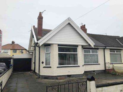 3 Bedrooms Bungalow for sale in Beach Road, Thornton-Cleveleys, FY5