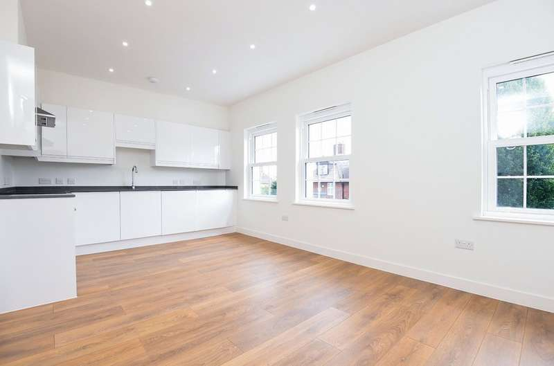 2 Bedrooms Flat for sale in Green Lane, London