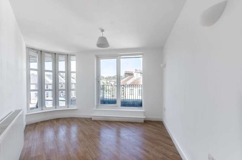 2 Bedrooms Penthouse Flat for sale in Dartmouth Road, Forest Hill, SE26