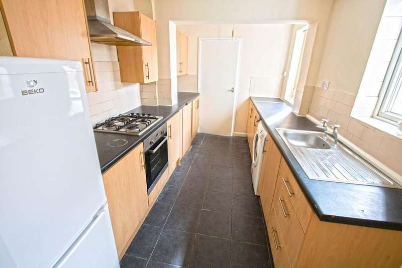 3 Bedrooms End Of Terrace House for sale in Longford Street, Middlesbrough TS1