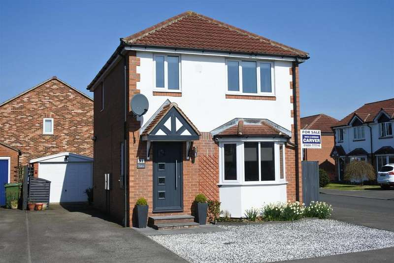 3 Bedrooms Detached House for sale in Bransdale Avenue, Romanby, Northallerton
