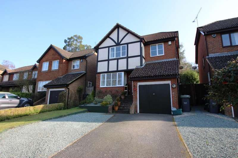4 Bedrooms Detached House for sale in Griggs Way, Borough Green TN15