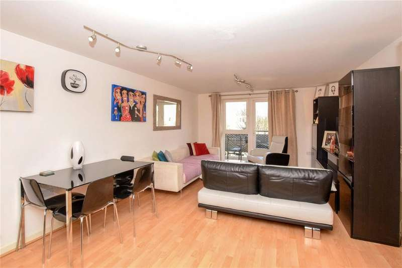 2 Bedrooms Apartment Flat for sale in Catalonia Apartments, Metropolitan Station Approach, Watford, Hertfordshire, WD18