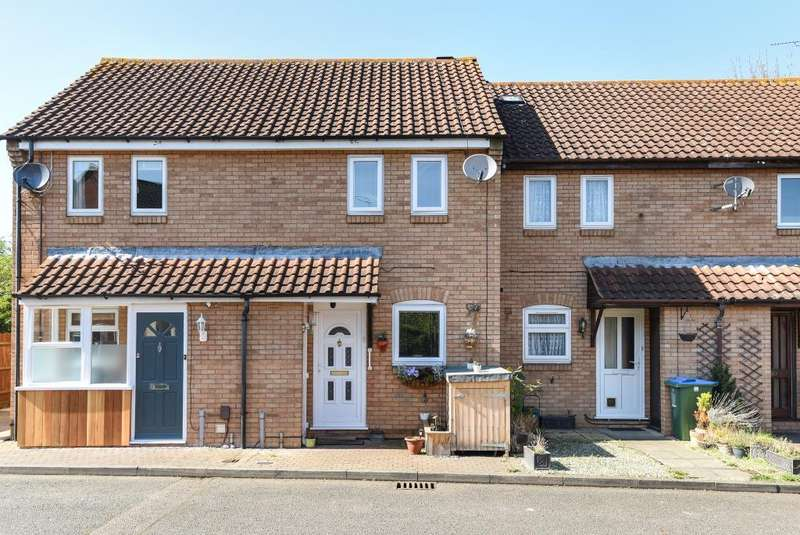 2 Bedrooms House for sale in Turner Close, Aylesbury, HP20