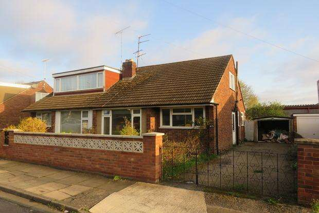 3 Bedrooms Semi Detached House for sale in Thirlestane Crescent, Far Cotton, Northampton, NN4