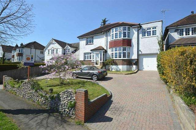 4 Bedrooms Detached House for sale in Bramley Avenue, Coulsdon