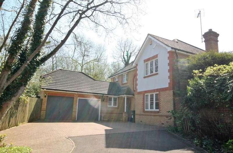 3 Bedrooms Detached House for sale in Little Brook Road, Roydon
