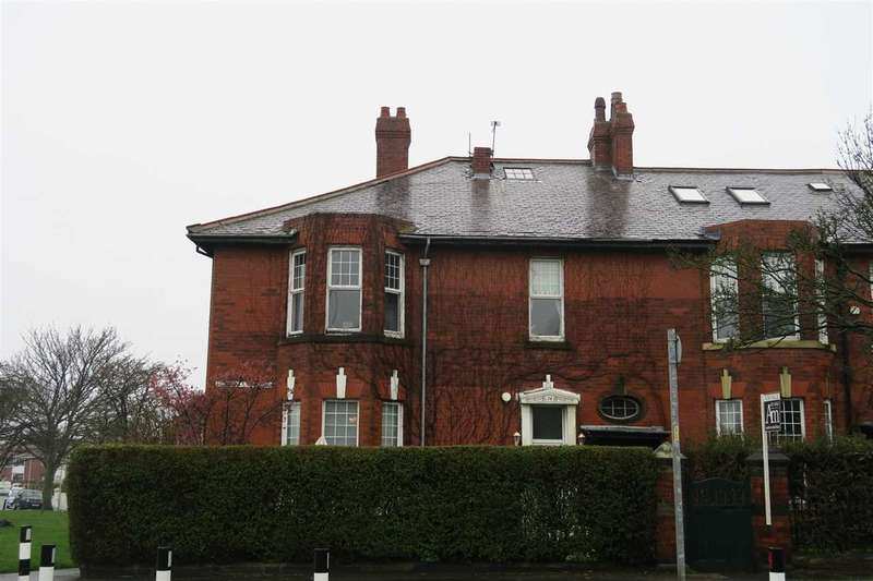 3 Bedrooms Apartment Flat for sale in Sunderland Road, South Shields