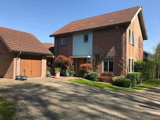 4 Bedrooms Detached House for sale in Limes Park, Basingstoke, Hampshire