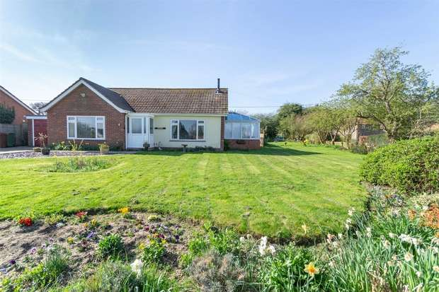 2 Bedrooms Detached Bungalow for sale in Little Spinney, Colkirk