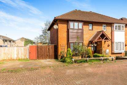 3 Bedrooms Semi Detached House for sale in Pat Davies Court, Kiderminster
