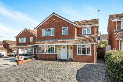 5 Bedrooms Detached House for sale in Edwin Close, Castle House Gardens, Stafford, Staffordshire
