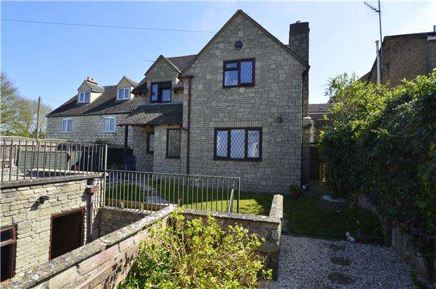 3 Bedrooms Detached House for sale in Middle Hill, Stroud, Gloucestershire, GL5 1NU