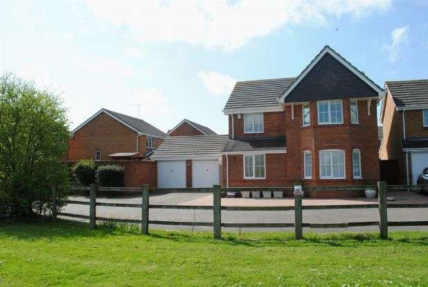 4 Bedrooms Detached House for sale in Dixon Road, Kingsthorpe, Northampton NN2 8XE