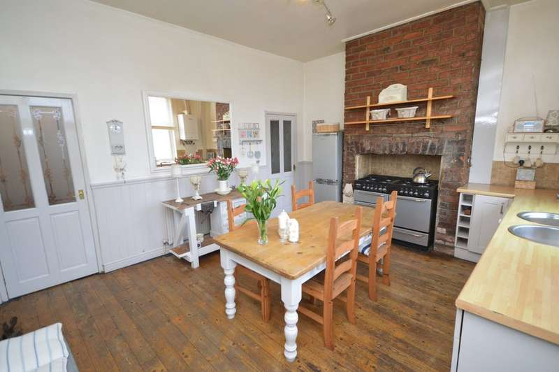 3 Bedrooms Terraced House for sale in Westfield View, College Grove, Wakefield