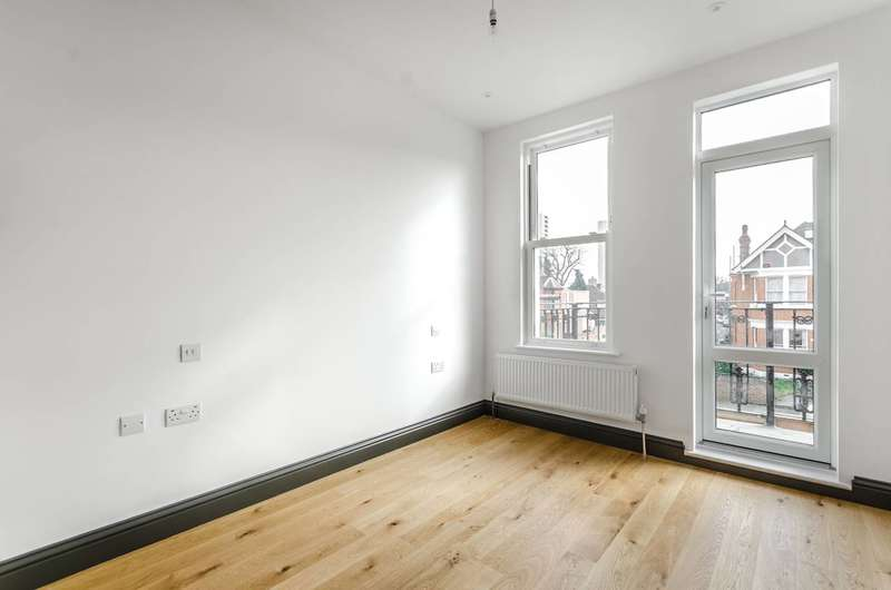 2 Bedrooms Flat for sale in Buxton Gardens, Acton, W3