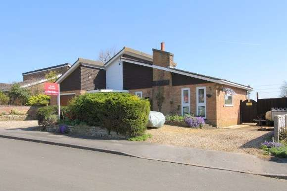 3 Bedrooms Detached Bungalow for sale in Stanbury Close, Thruxton