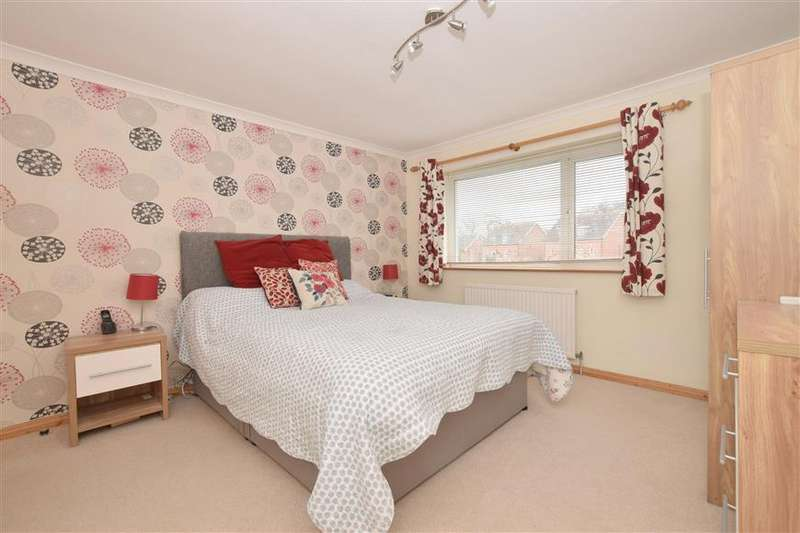 3 Bedrooms Semi Detached House for sale in Furnace Drive, Furnace Green, West Sussex