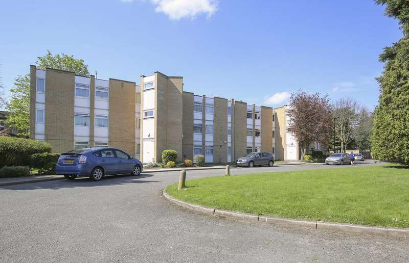 2 Bedrooms Flat for sale in Winchester Close, Bush Hill Park, Enfield EN1