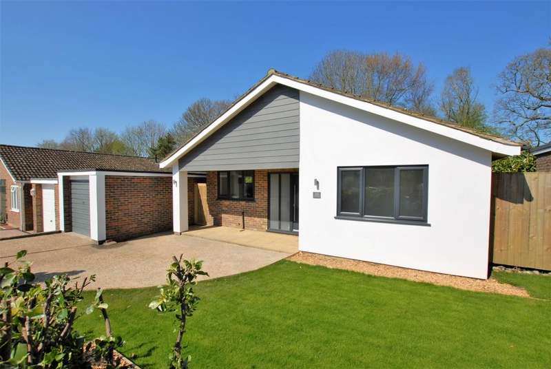 3 Bedrooms Bungalow for sale in Harpswood Lane, Hythe, CT21
