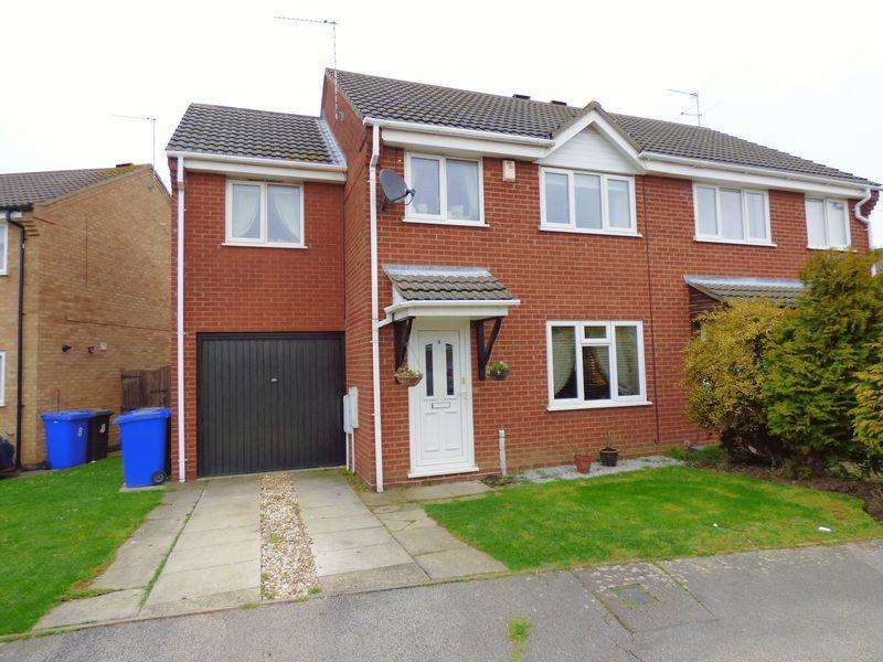 4 Bedrooms Semi Detached House for sale in Portsch Close, Lowestoft