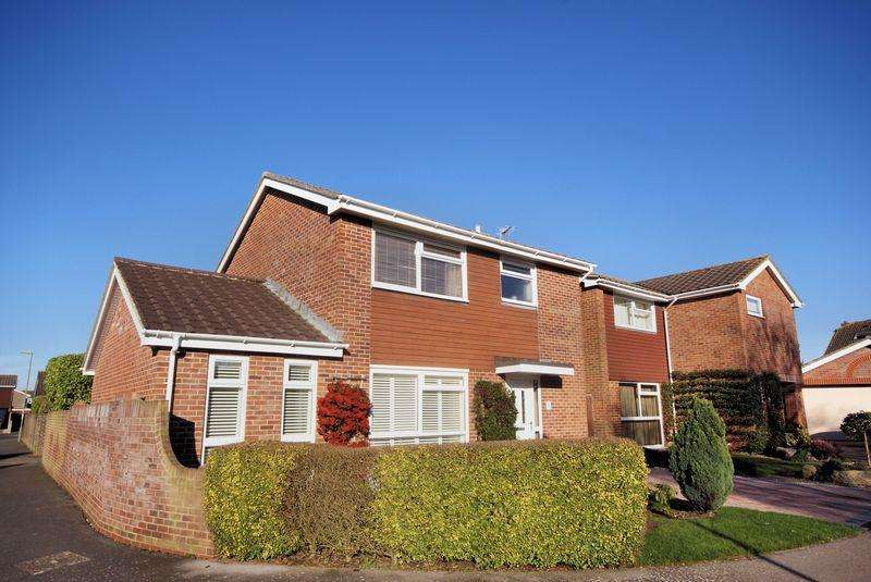 3 Bedrooms Detached House for sale in Link Way, Stubbington, PO14