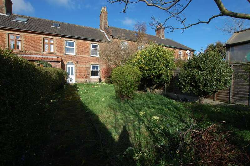 3 Bedrooms Terraced House for sale in High Street, East Runton