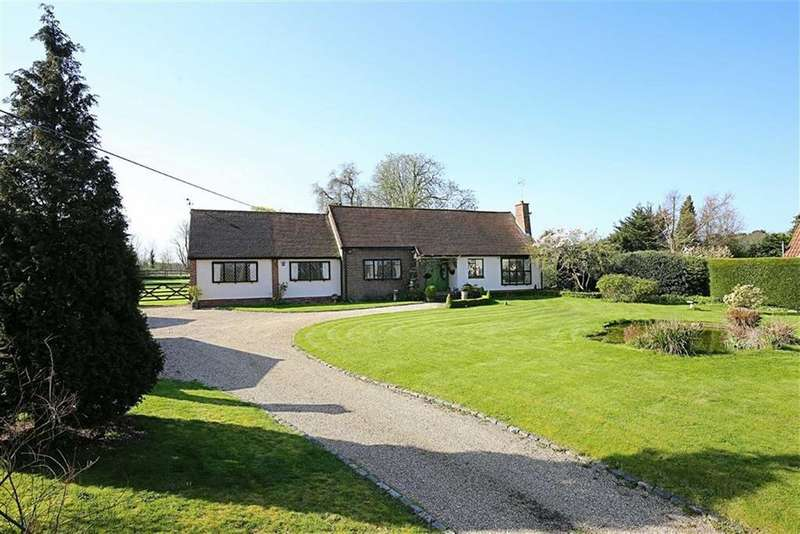 3 Bedrooms Detached Bungalow for sale in Harlow Road, Roydon, Essex