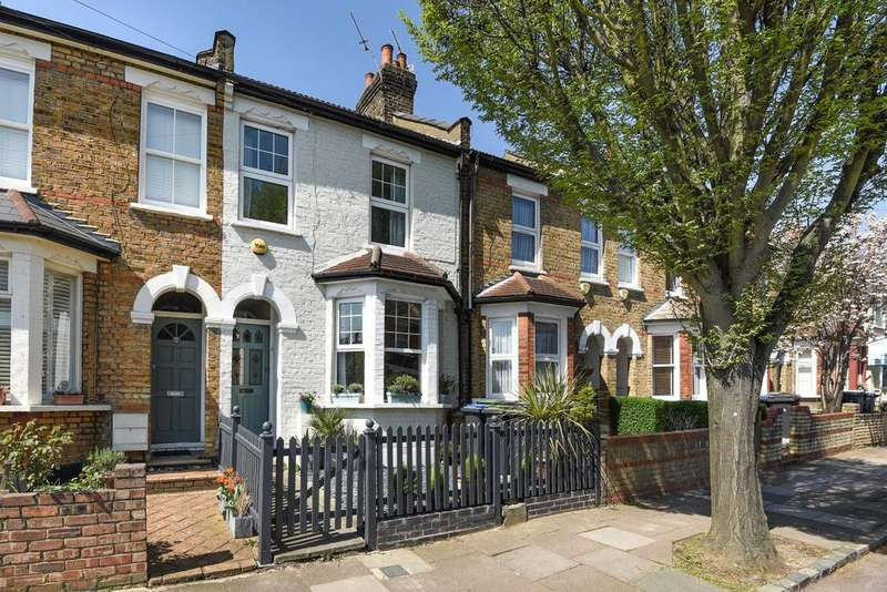 3 Bedrooms Terraced House for sale in Highworth Road, Bounds Green