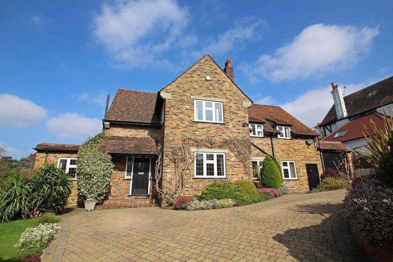 5 Bedrooms Detached House for sale in East Hill, Sanderstead, Surrey