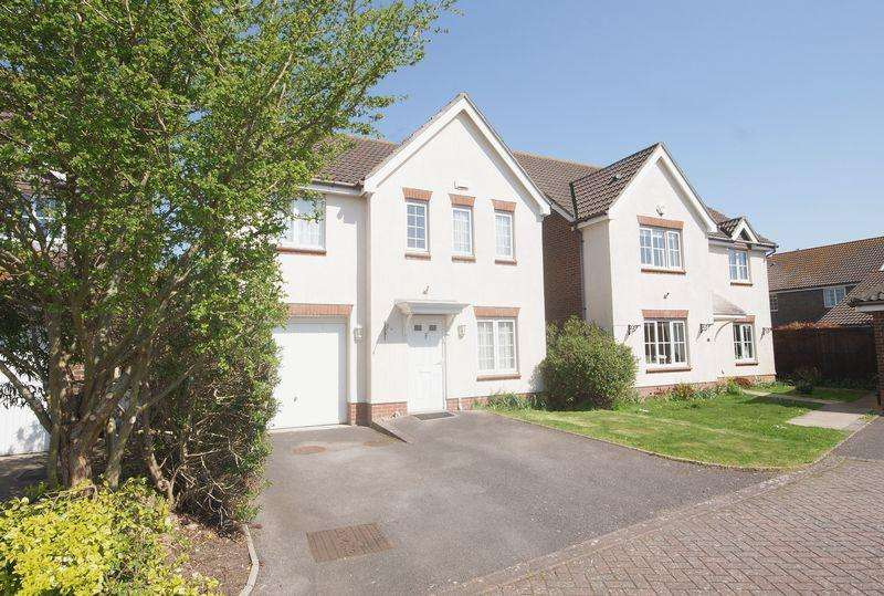 4 Bedrooms Detached House for sale in Megson Drive, Lee-On-The-Solent, PO13