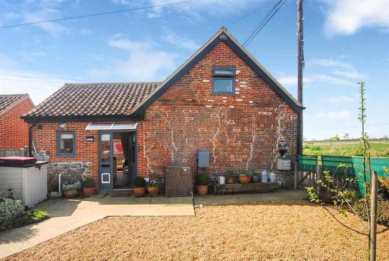 2 Bedrooms End Of Terrace House for sale in Honeysuckle Barn, Littlewood Farm, Grub Street, Happisburgh