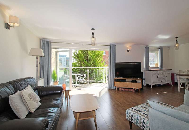 2 Bedrooms Property for sale in Cardiff House, Century Wharf, Cardiff Bay