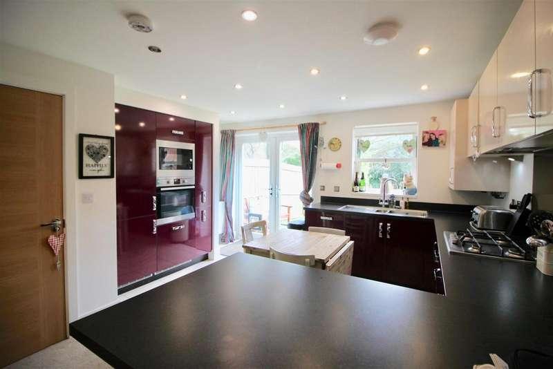 3 Bedrooms Detached House for sale in Elizabethan Gardens, Retford