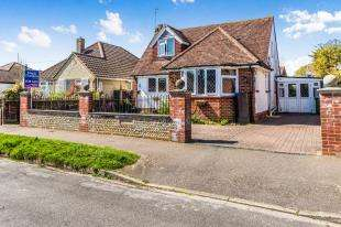 3 Bedrooms Bungalow for sale in South Drive, Felpham, Bognor Regis, West Sussex