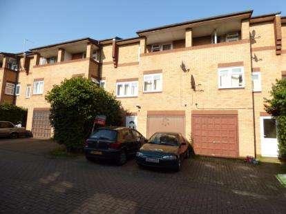 3 Bedrooms Terraced House for sale in Shackleton Place, Oldbrook, Milton Keynes