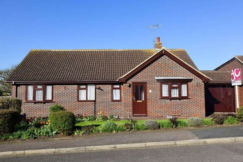 3 Bedrooms Detached Bungalow for sale in Seymour Close, Herne Bay