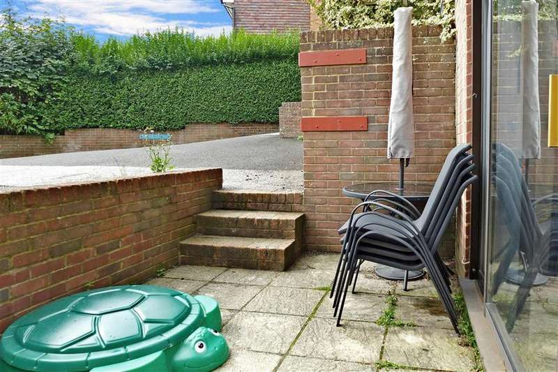 2 Bedrooms Ground Maisonette Flat for sale in Southview Road, Crowborough, East Sussex