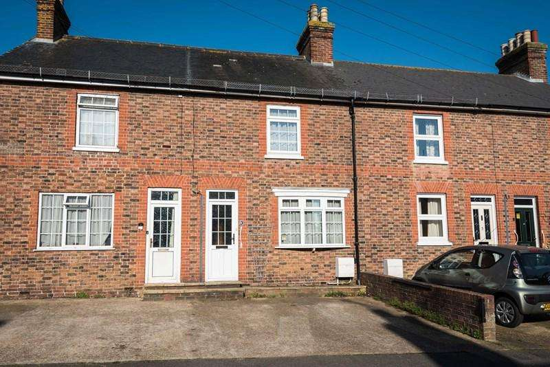 3 Bedrooms Terraced House for sale in Alexandra Road, Uckfield
