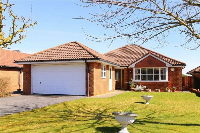 3 Bedrooms Bungalow for sale in High Fawr Avenue, Oswestry, SY11