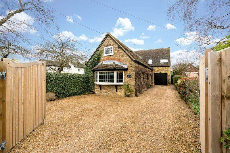 4 Bedrooms Detached House for sale in Leighton Road, Northall