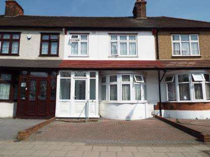 3 Bedrooms Terraced House for sale in Barkingside, Ilford, Essex