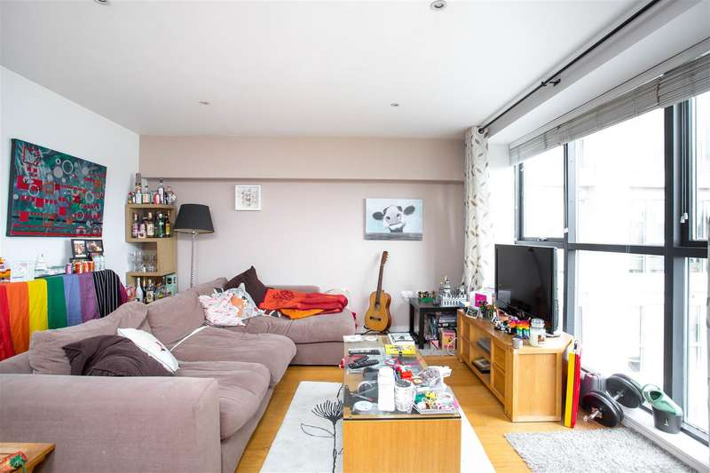 2 Bedrooms Flat for sale in Skypark Road, Bedminster