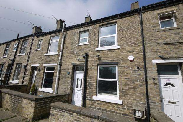 2 Bedrooms Terraced House for sale in New Road Square Rastrick Brighouse
