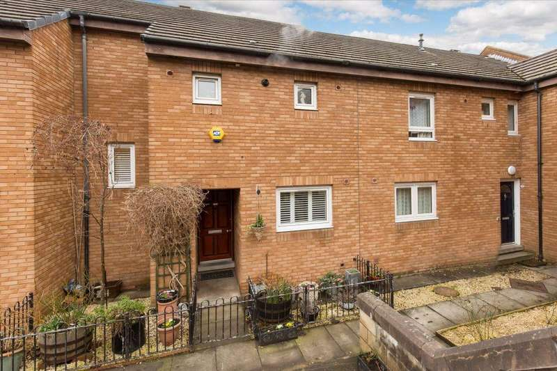 2 Bedrooms Terraced House for sale in 8 Briery Bauks, Edinburgh, EH8 9TE